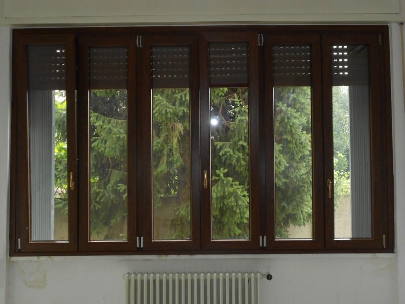 Serramenti infissi pvc alluminio legno alluminio legno legno alluminio a basso - Finestre pvc con tapparelle ...