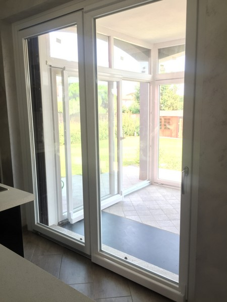 Doppi infissi good vetrata scorrevole with doppi infissi - Verniciare le finestre ...